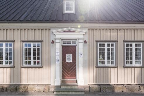 Iceland, Reykjavik, House and sunshine - ASC000608
