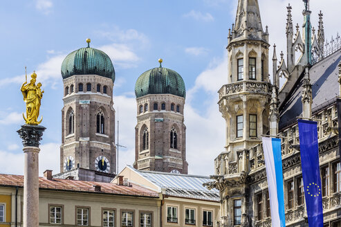 Germany, Bavaria, Munich, View of Mary's Square, Marian column and Cathedral of Our Lady and new town hall right - THAF001603