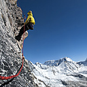 Nepal, Himalaya, Solo Khumbu, Everest region Ama Dablam, mountaineer with rope at rock face - ALRF000512