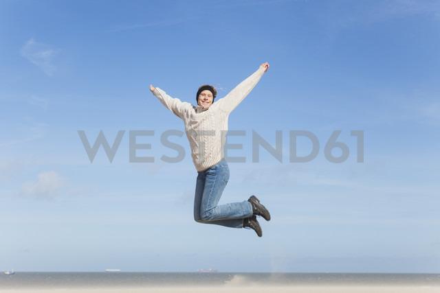 Enthusiastic mature woman jumping on beach - GWF004737 - Gaby Wojciech/Westend61