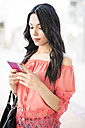 Young woman using smart phone - JASF000799
