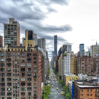 USA, New York, New York City, Brooklyn, road - JLRF000060