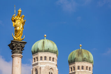Germany, Munich, view to Marian column and spires of Cathedral of Our Lady - WDF003630