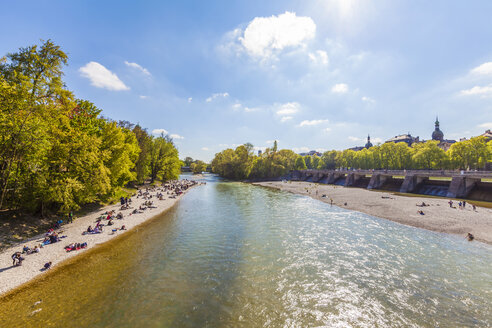 Germany, Munich, people on the beach at riverside of Isar - WDF003645