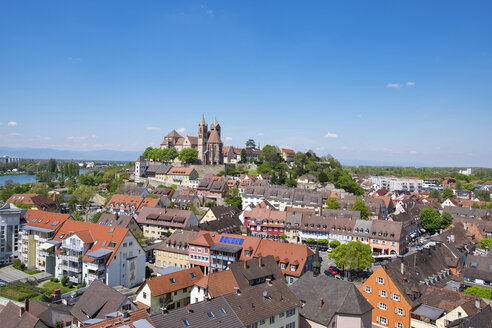 Germany, Baden-Wuerttemberg, Breisach, Old town, View to Breisach Minster - ELF001765