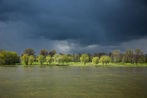 Germany, North Rhine-Westphalia, Rhine riverbank and stormy atmosphere - SKAF000015