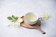 Cup of elder flower tea with lemon - MYF001516
