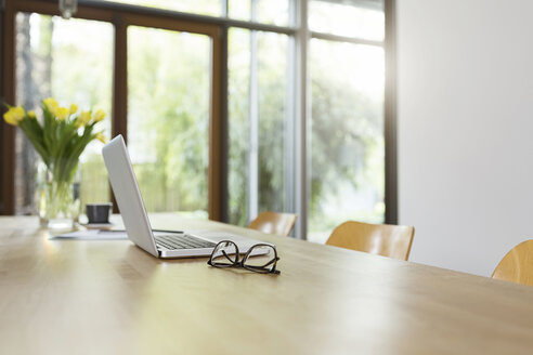 Dining room table with laptop - SBOF000052