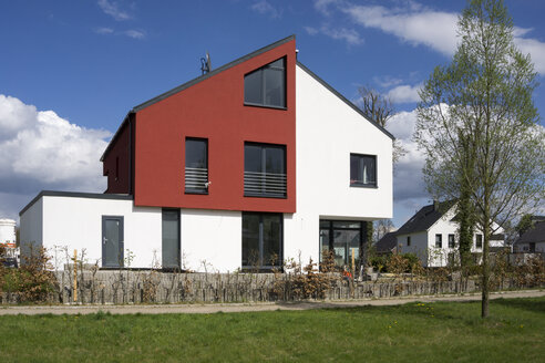 Germany, Dortmund, modern one-family house - WIF003336