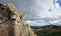 England, Cumbria, Lake District, Langdale, Raven Crag, Middlefell Buttress, climber - ALRF000542