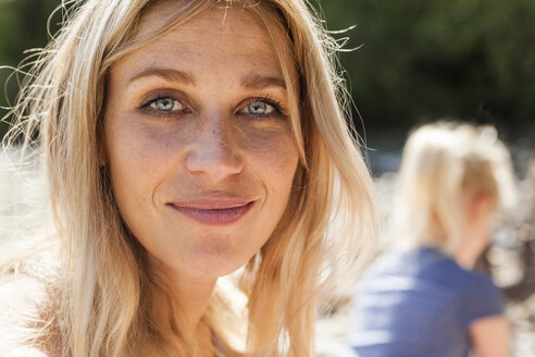 Portrait of smiling blond woman with freckles - TCF004990