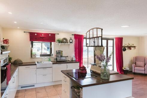 Open plan kitchen with kitchen island - MJF001826