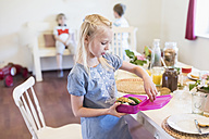 Girl packing lunch box - MJF001847