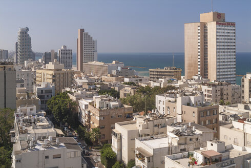 Israel, Tel Aviv, cityscape, housing area and hotels, with Mediterranea Sea in background - HWO000139
