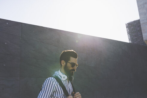 Bearded young man with sunglasses and headphones - FMOF000022