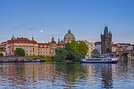 Czechia, Prague,Vltava river, Old town and excursion boat with Charles Bridge, Cupola of Church of St Francis in the background - WGF000878