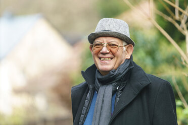 Portrait of happy senior wearing hat and glasses - TAMF000523