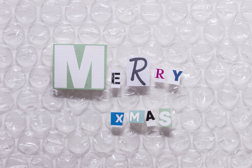 Merry Xmas, letters on bubble wrap - CMF000499