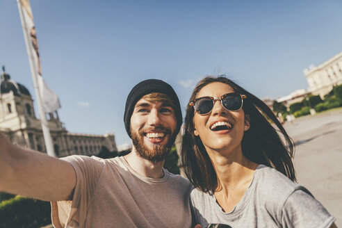 Young couple taking selfie in Vienna - AIF000334