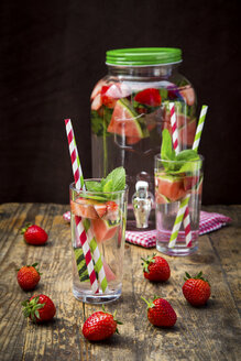 Detox water, infused water, watermelon, strawberry and mint - LVF005009