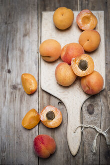Sliced and whole organic apricots on wooden board - CZF000256