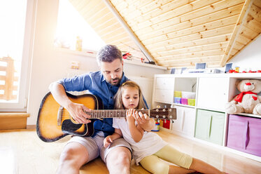 Father and daughter making music together - HAPF000525