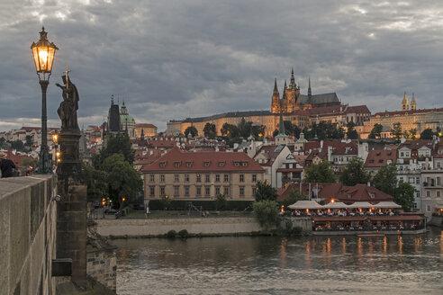 Czechia, Prague, Prague Castle from Charles Bridge at dusk - MELF000123