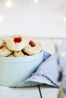 Home-baked Christmas cookies, thumbprint cookies in a tin - SBDF002983
