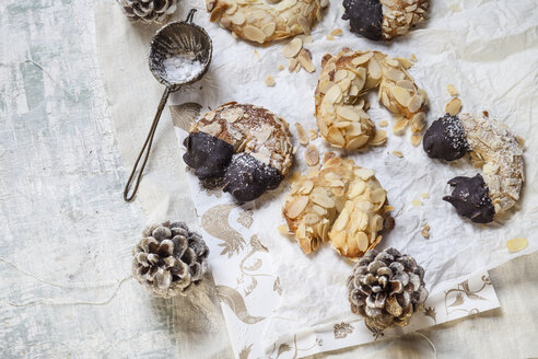 Home-baked Christmas cookies, almond crescents with powdered sugar - SBDF002989