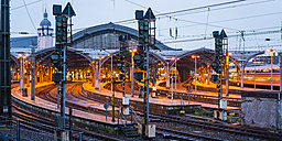 Germany, Cologne, Main station in the evening - WGF000887