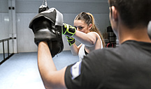 Young woman in gym doing boxing training - MGOF002014