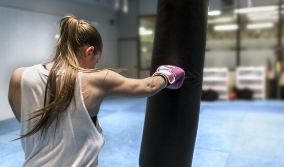 Young woman boxing in gym - MGOF002026