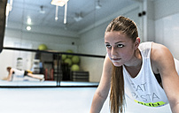 Young woman in gym doing strength training - MGOF002032
