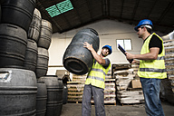 Workers make barrels inventory in warehouse - JASF000890