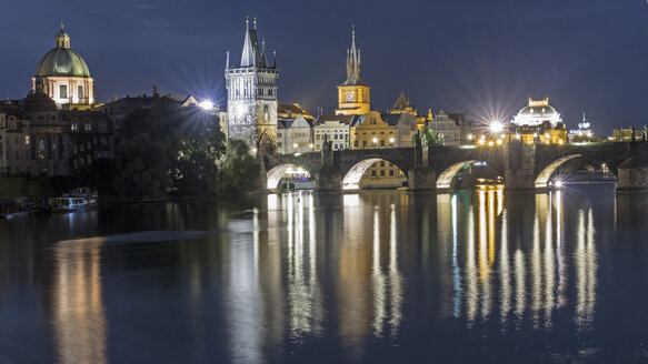 Czech Republic, Prague, Charles Bridge and Old Town at night - MELF000131