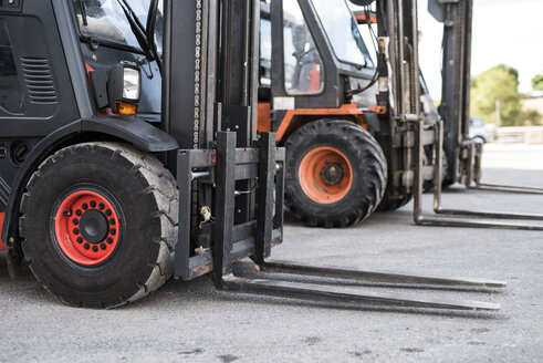 Forklifts in car pool of construction company - JASF000903
