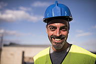 Portrait of a confident construction worker - JASF000912