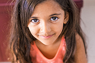 Portrait of smiling little girl with long brown hair - SIPF000635