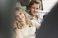 Young couple in love sitting in the car - PESF000184