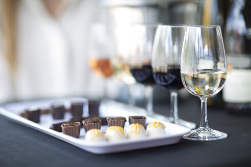 Wine degustation with chocolates - ZEF008910