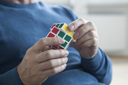 Man playing with Rubik's cube - RB004701