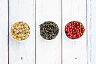 Row of three bowls with black, red and white currants - LVF005100