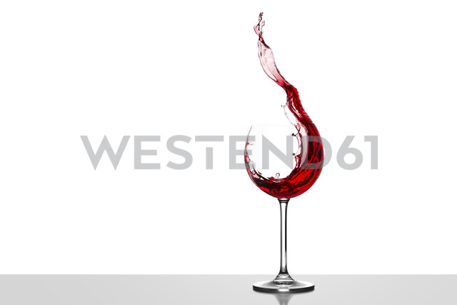 Red wine splashing in glass in front of white background - CPF000031 - Christoph Prall/Westend61
