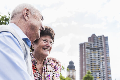 Germany, Mannheim, happy senior couple - UUF008075