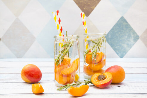 Infused water with apricot and rosemary - LVF005129