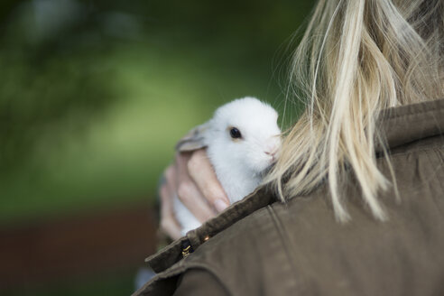 Little hare on shoulder of blonde woman - CHPF000227