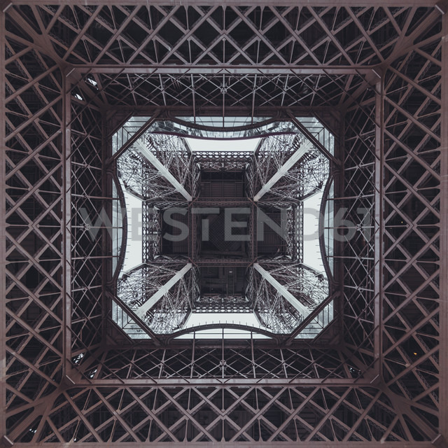 France, Paris, Eiffel Tower seen from below - ZEDF000212 - Zeljko Dangubic/Westend61
