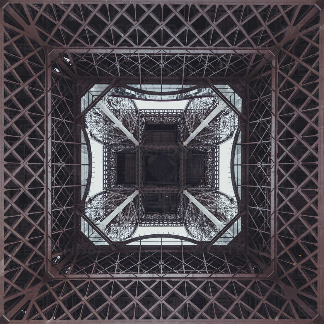 France, Paris, Eiffel Tower seen from below - ZEDF000212 - Zeljko Dangubic/Westend61