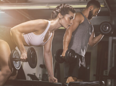 Fitness, couple in gym - MADF001006