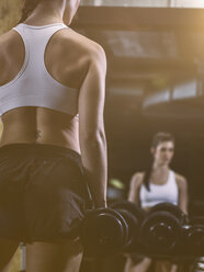 Fitness, woman in gym - MADF001015